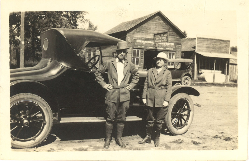 O.H. & Bell Vivell in Grays Mills WI, September 1921 (1 of 2 photos)