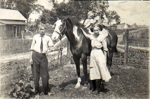 Victor, Mae, Louise and Leta Clark on Ol Dick Circa 1910